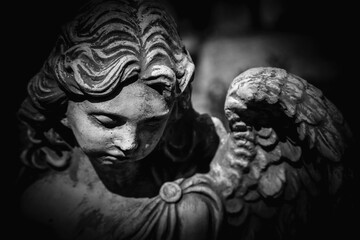 Photo sur Aluminium Montagne Death. Close up sad angel as symbol of pain, fear and end of life. Ancient stone statue. Black and white background.