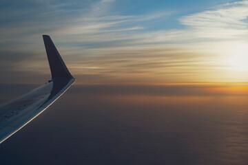 旅客機からの夕方の眺め Fotobehang