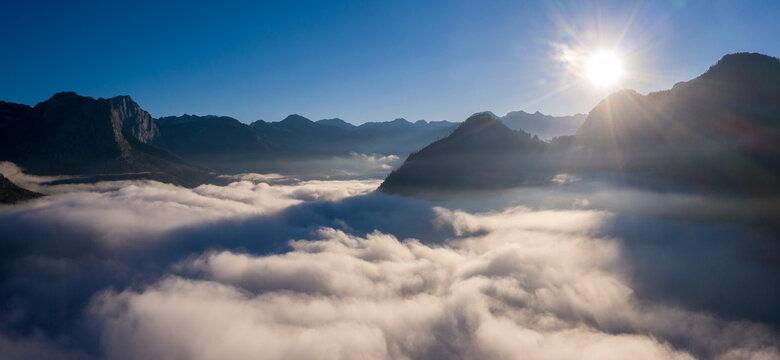 Über den Wolken am Grundlsee im Ausseerland / Above the clouds at Grundlsee lake