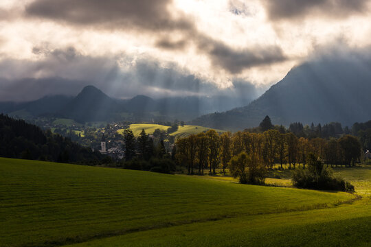 Spektakulärer Morgenhimmel über Bad Aussee / Spectacular morning sky above Bad Aussee in Austria