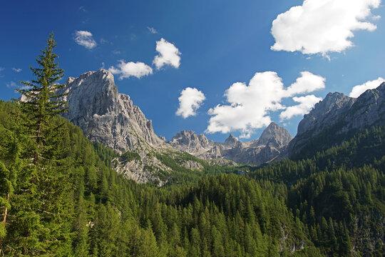 Blick auf das Felsmassiv der Lienzer Dolomiten