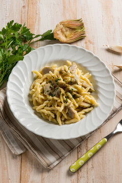 trofie pasta with artichoke and garlic