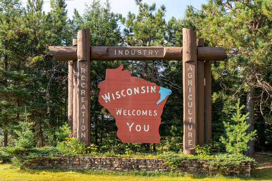 """""""Wisconsin Welcomes You"""" sign"""