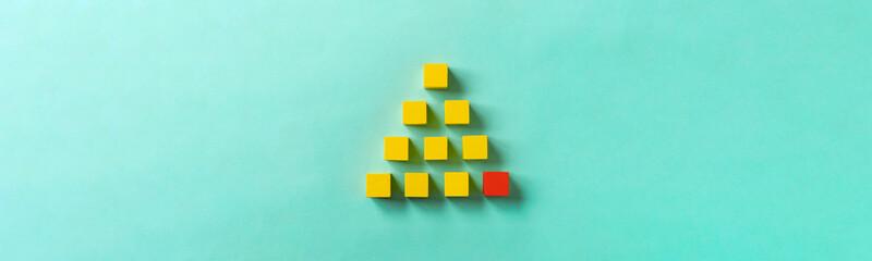 Business material, pyramid-shaped block. Society, organization, strategy, top-down, basics, etc. Corner stone. ビジネス素材。ピラミッド型のブロック。社会、組織、戦略、トップダウン、基礎など。コーナーストーン。