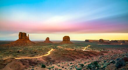 Monument Valley. Utah, Arizona; États-Unis. Soir