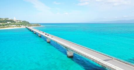 Photo sur Plexiglas Turquoise Bridge on the sea of Okinawa, Japan
