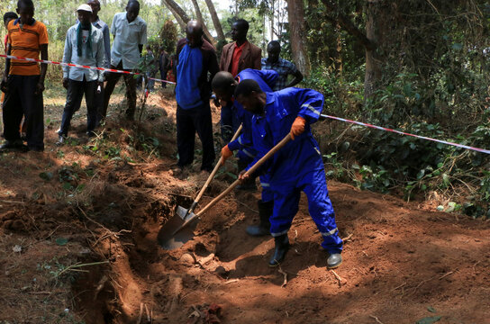 Workers from the Truth and Reconciliation Commission dig to extract bodies from a 1972 mass grave in the Gikuzi village, Makamba Province