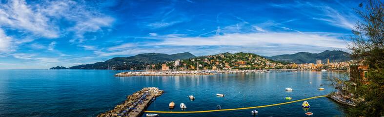 Panorama del golfo della città di Rapallo in Liguria - Zona cinque terre