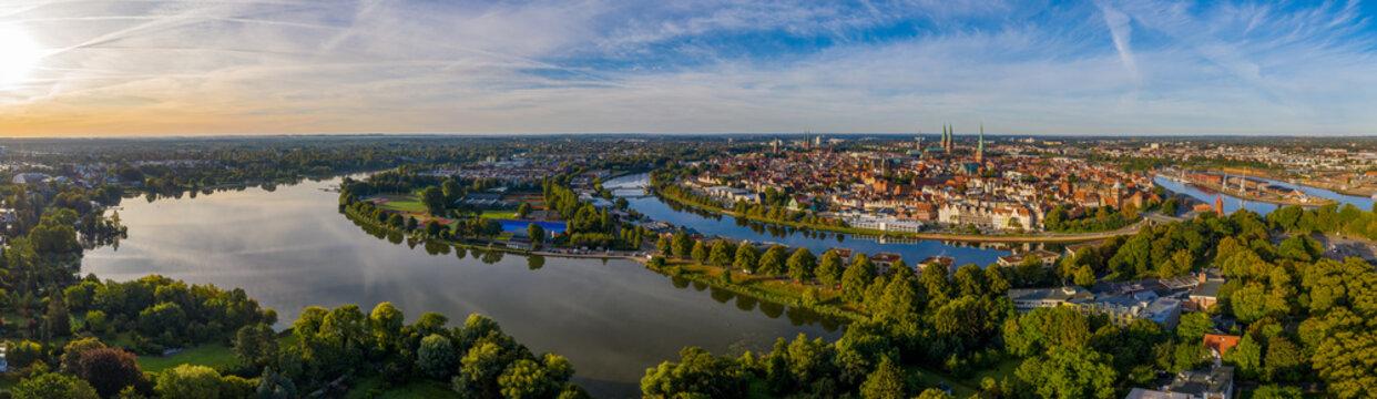 Lübeck - Sonnenaufgang über der Altstadt