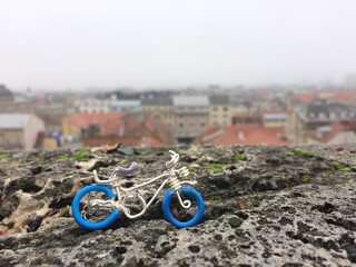 Handcrafted toy bike and view of Budapest Fototapete