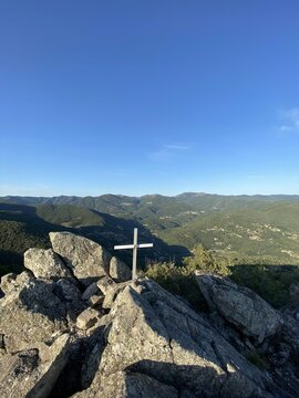 Croix au sommet d'une montagne, Cévennes