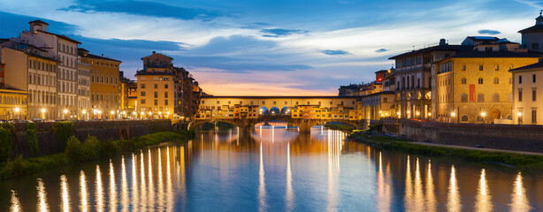 Fototapete - Ponte Vecchio - the bridge-market in the center of Florence, Tuscany, Italy at dusk