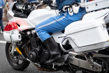 日本警察の白バイ