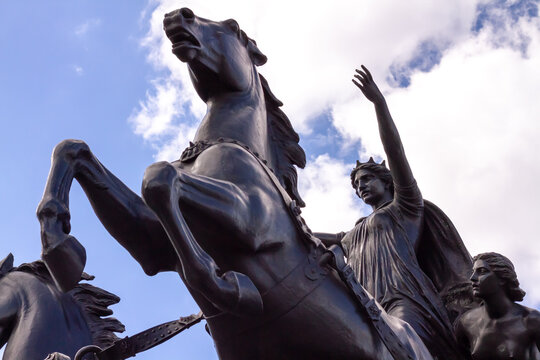 Queen of the Iceni tribe, Boudicca with her daughters