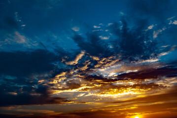 Fototapeta Wschód słońca - chmury. obraz