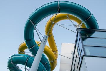 Fototapeta Zjeżdżalnia wodna na basenie. obraz