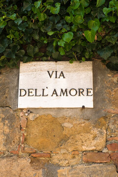 """Signboard with text """"""""Love Street """""""" in italian language"""