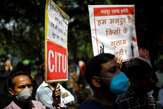 Protest organised by various trade unions against labour law changes and the disinvestment and privatisation of public sector enterprises, in New Delhi