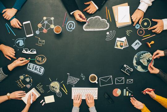 Brainstorming cooperation meeting