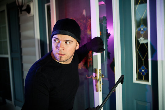 Burglar: Police Show Up To Stop Burglar