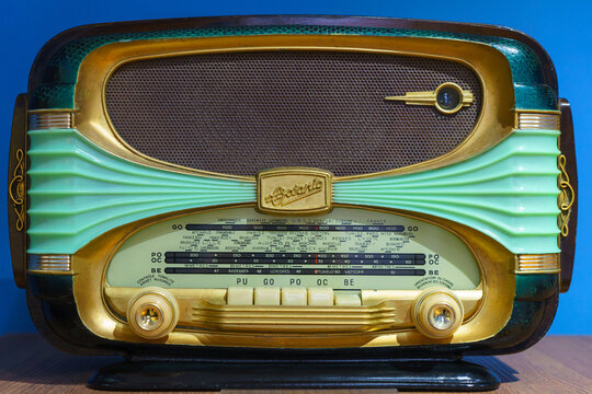 MOSCOW,RUSSIAN FEDERATION/ JANUARY 14,2018 :OCEANIC Surcouf 56 Rare French Art Nouveau mid-century Art Deco radio