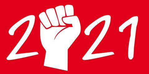 Concept du poing levé sur fond rouge pour symboliser la grève et les manifestations pour défendre les acquis sociaux des ouvriers, pour l'année 2021.