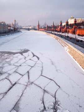 Moskva river with ice floes in winter