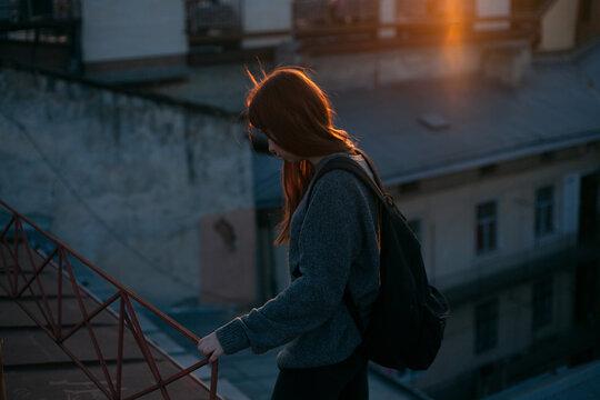 nice girl i on the roof