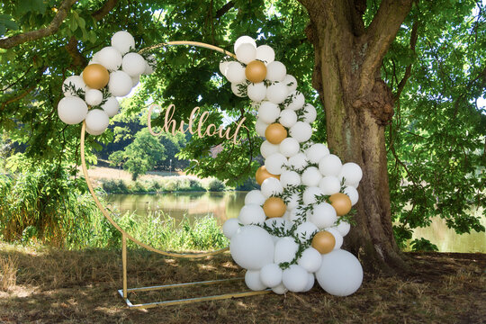 modern wedding arch, inflatable balloons. inscription in gold chillout.