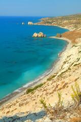 Skała Afrodyty -  formacja skalna przy której wyszła na brzeg narodzona z piany morskiej grecka...