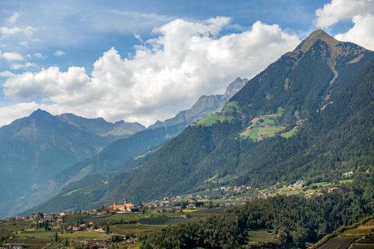 Blick auf Dorf Tirol, Süd Tirol