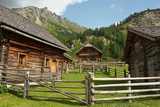 Almhütten auf der Ursprungalm in der Steiermark
