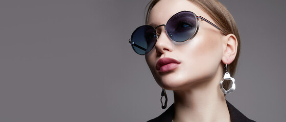 fashion portrait of Beautiful sexy woman in sunglasses and jewelry