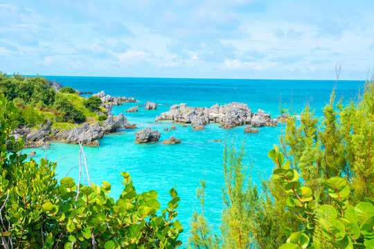 natural scenery of tobacco bay in st. george's bermuda