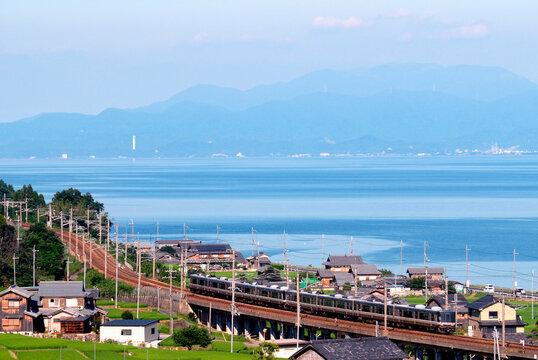 湖西線223系新快速と琵琶湖