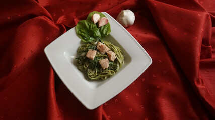 Tagliatelle with spinach and salmon
