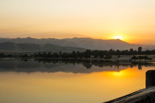 Lake Ming in Bakersfield, CA at Sunrise.