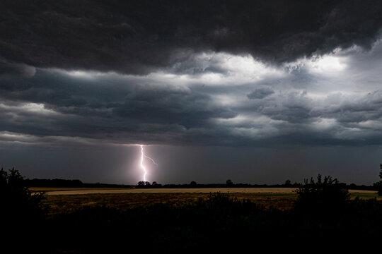 Gewitter Himmel mit Blitz