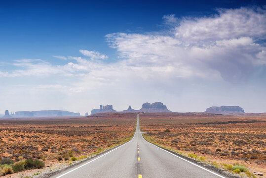 Road to Monument Valley in the American west on a partially cloudy day
