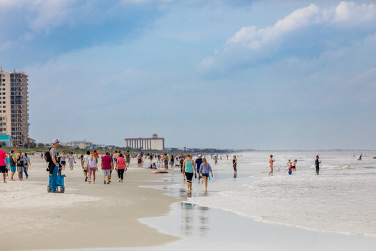 Crowds come to Jacksonville beach after it reopened during the Covid-19 Pandemic, Florida, United States of America