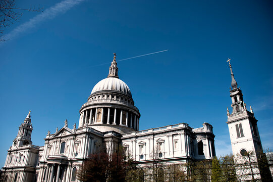 The iconic dome of St Pauls Cathedral on the London skyline