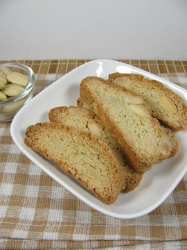 Cantuccini from spelt with almonds