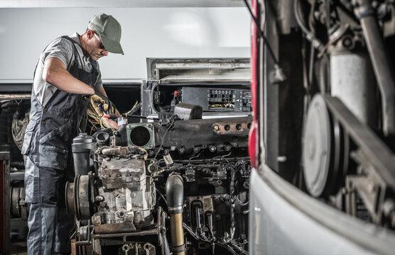 Pro Automotive Mechanic Repair Diesel Engine