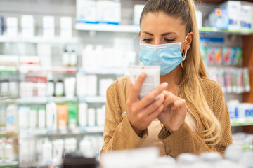 Photo sur Plexiglas Dinosaurs Customer checking a drug or product in a pharmacy