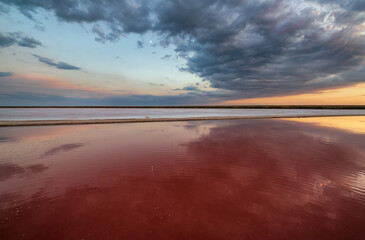 Photo sur Aluminium Bordeaux Sunset on the Genichesk pink extremely salty lake (colored by microalgae with crystalline salt depositions), Ukraine.