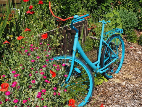 Gartendekoration, Fahrrad im Beet
