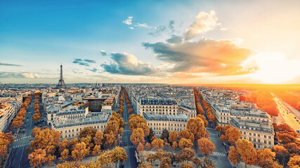 Fototapete - Panoramic view of Paris city with the Eiffel tower on a fall day