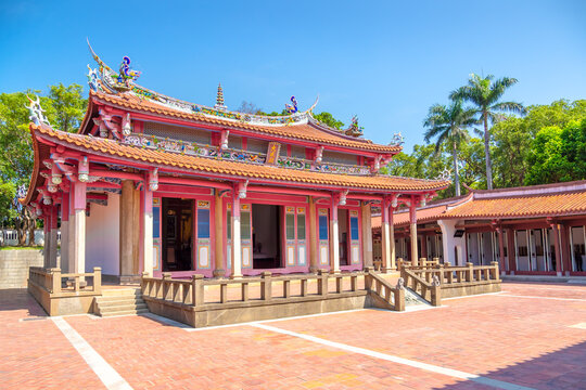 """Hsinchu Confucius Temple is close to Hsinchu Zoo in Taiwan.  (The Chinese texts on the temple roof mean """"combined wisdom of the sages"""")"""
