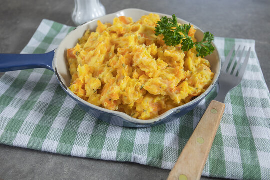 plat de purée de carottes et pommes de terre