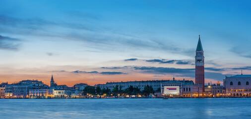 Fototapete - Idyllic landscape of Panorama of historical city Venice, Italy under sunset